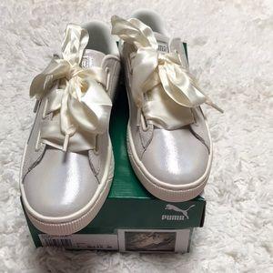 💗 PUMA Basket Heart Iridescent Sneakers 💗